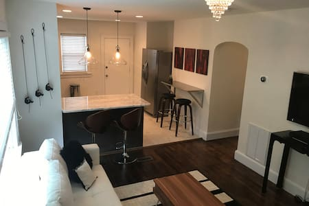 Thoroughly Modern MillHouse: Minutes to Downtown! - Greenville - Σπίτι