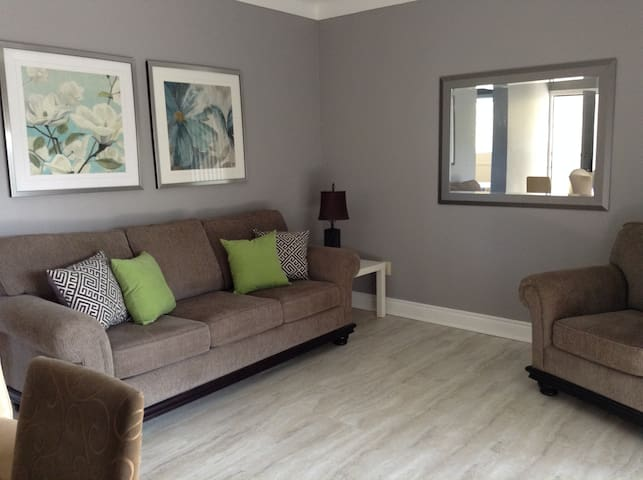 Suite Accommodations Apt 3 - Saint Catharines - Daire
