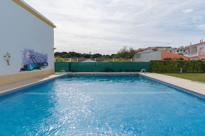 Nance Red Apartment, Olhos de Agua, Algarve