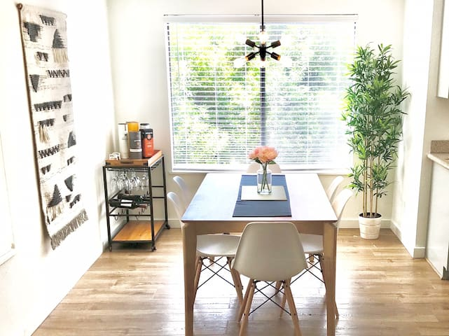 Serenity Now: Bright & Mod in Old Town Scottsdale