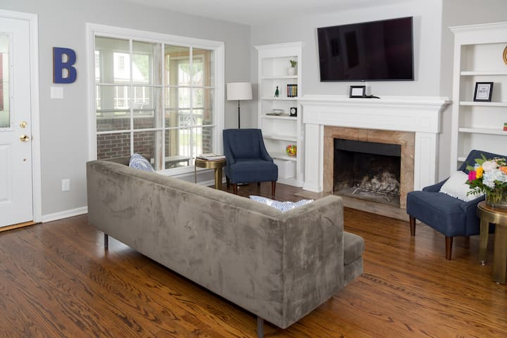 Beautifully Renovated Bungalow 1 block from Butler