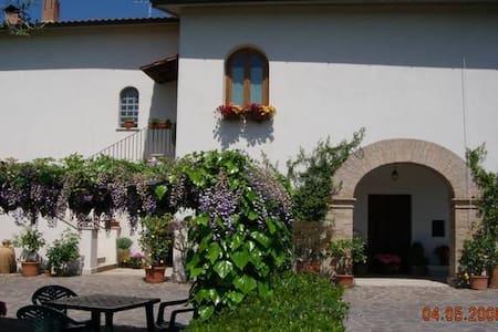 Villa di campagna prima periferia - Amelia