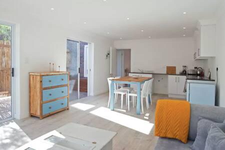 Charmante 2-Zimmer Wohnung mit Garten u. Wasser