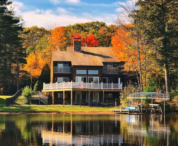 Breathtaking, Cozy Lake Side Contemporary Retreat