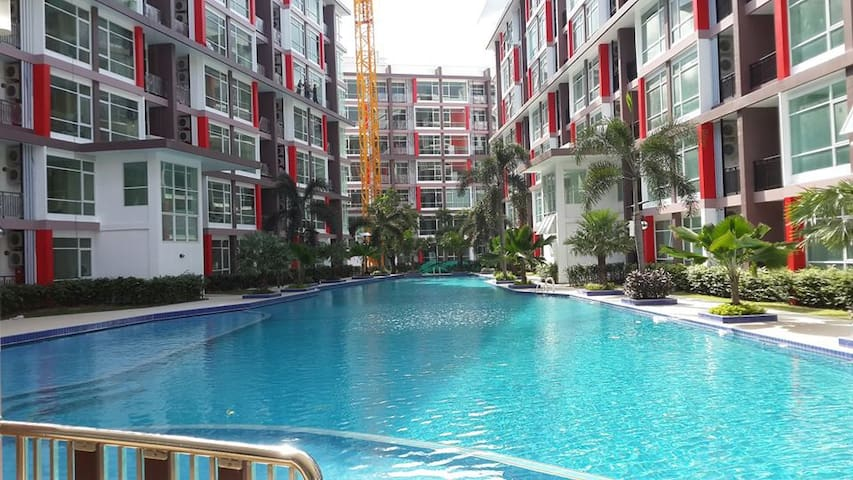 1 BR EAST PATTAYA with Large Pool walk to markets