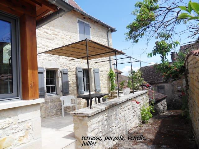 Très jolie maison paysanne rénovée - Les pechs du vers