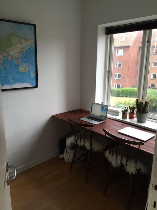 ca 7 m2 kontor ved stuen