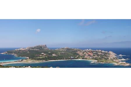 CAPO TESTA CASA CON VISTA SUL MARE E GIARDINO - Capo Testa - Apartemen