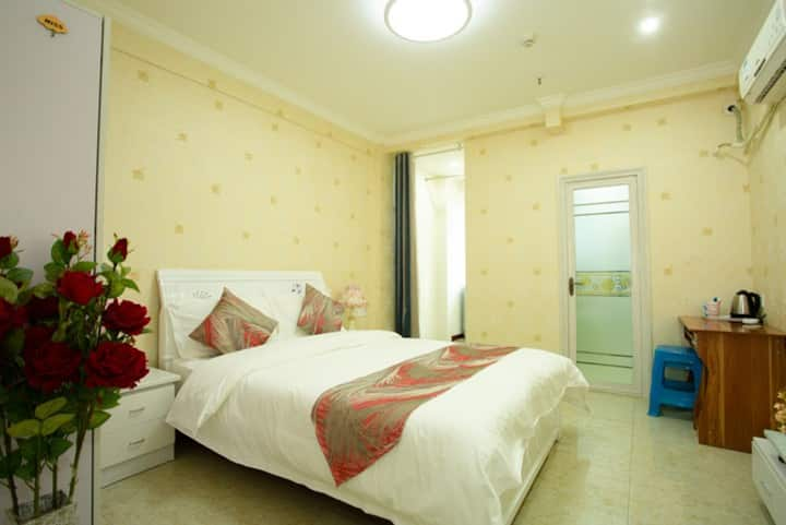 泸州市万象汇金街欧式复古豪华大床房