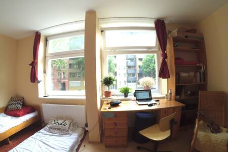 Studio room with two beds - Berlín