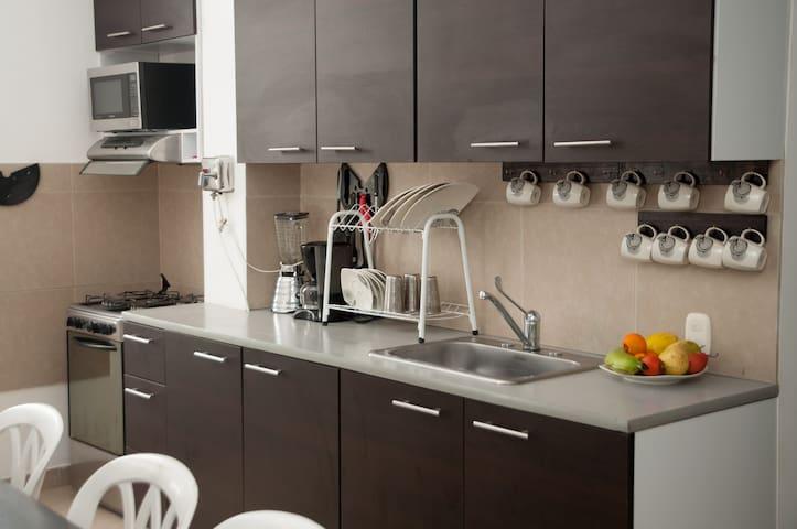 Cocina equipada compartida / Equipped kitchen