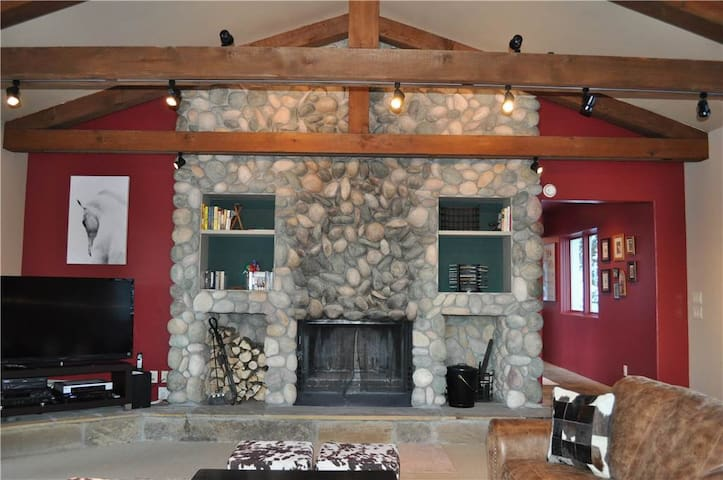 Delphi House - 5BR Home + Private Hot Tub - Teton Village - House