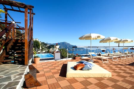 HOLIDAY HOUSE 'LE PALME' B&B AMALFI - Amalfi - Bed & Breakfast