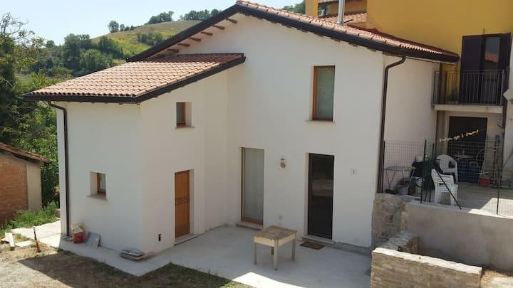 Gualdo Tadino huis met een Uitzicht.