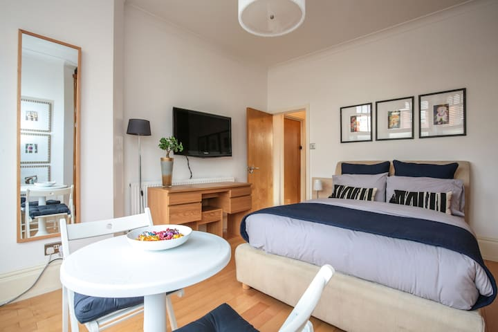 Large Double Room with Private Bathroom. - London - Apartemen