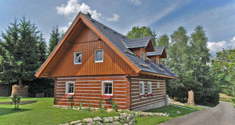 Roubená chata v moderním stylu - Smržovka