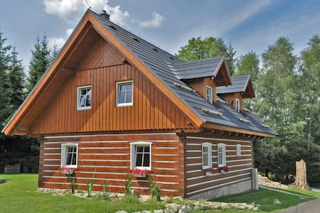 Roubená chata v moderním stylu - Smržovka - Chatka w górach