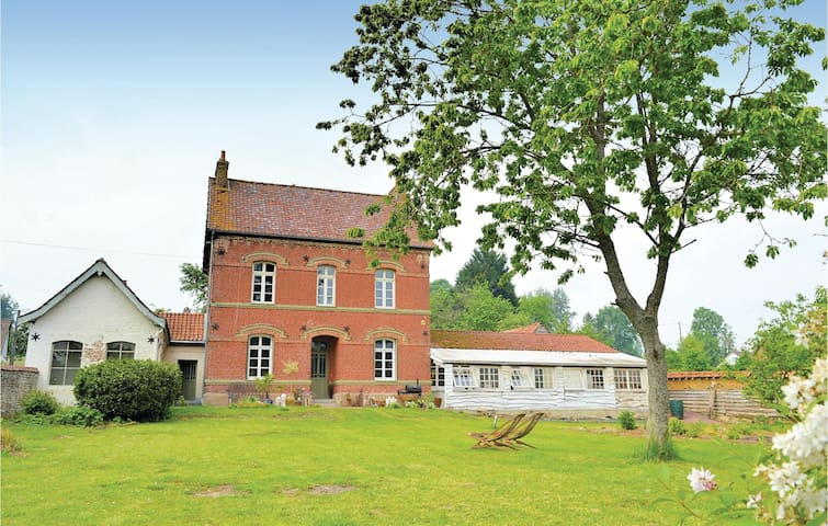 Semi-Detached with 4 bedrooms on 125m² in Fressin
