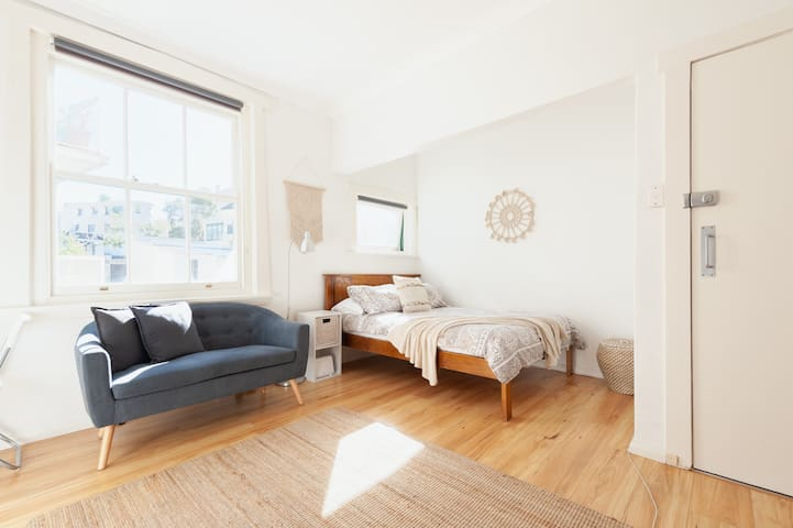 Hidden Gem - Stylish, Sunny Studio Rushcutters Bay
