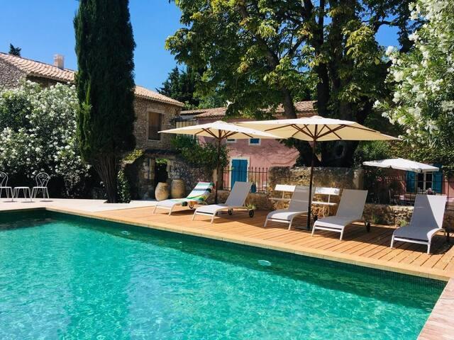 Le Mas de la Sorgue,chambre d'hôtes 1 et  piscine