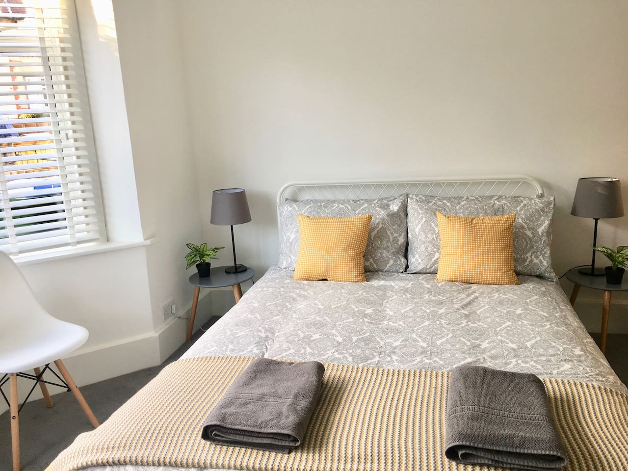Spacious sunny Bedroom 1,  Comfortable king bed or can be changed to twin beds