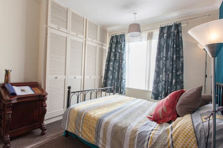 Comfy room with a garden! - Leeds - 独立屋