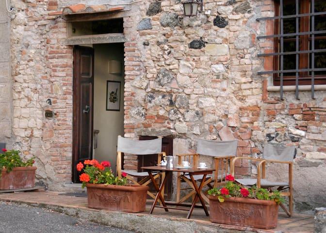 House in a medieval hamlet near the Tuscan sea - Querceto - Huoneisto