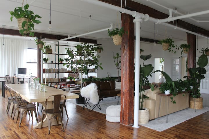 Artist's Loft (Williamsburg) feat. by NYTimes
