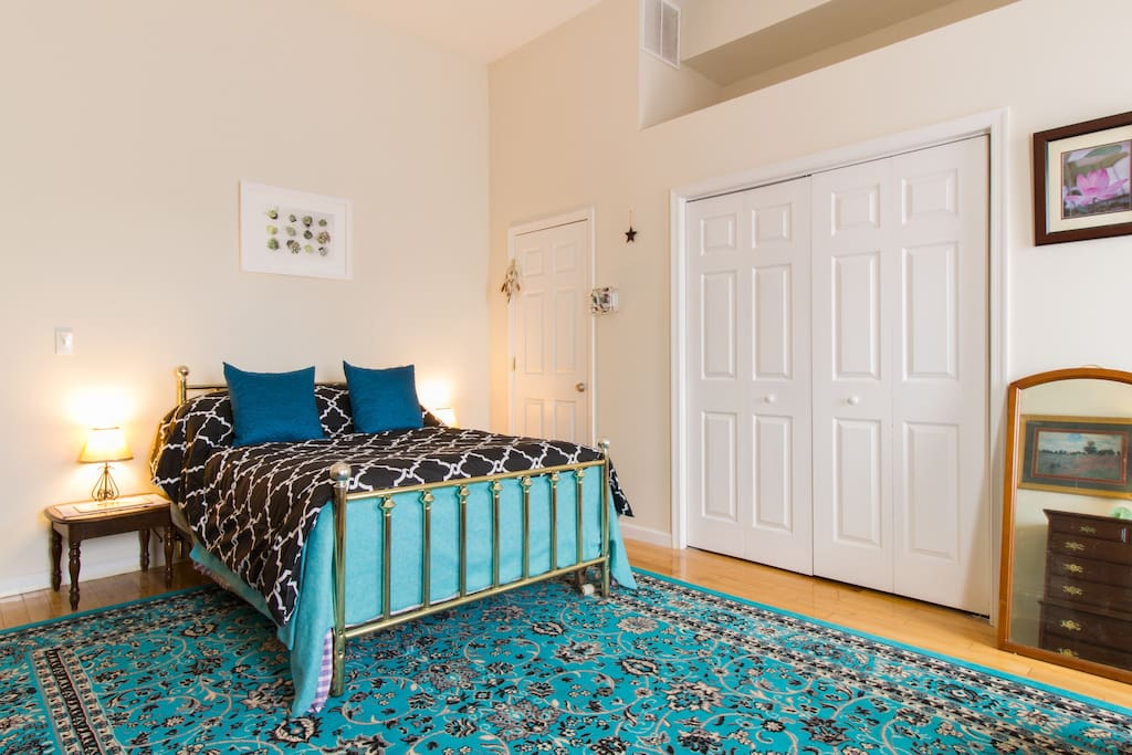 Huge high-ceiling bedroom with hardwood furniture and whimsical decor!  Double bed, complimentary in room coffee, great linens and fantastic toiletries.