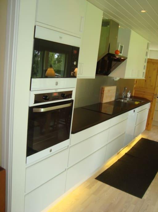 Nytt kök, induktionshäll,inbyggnadsugn,micro ,kyl och frys.