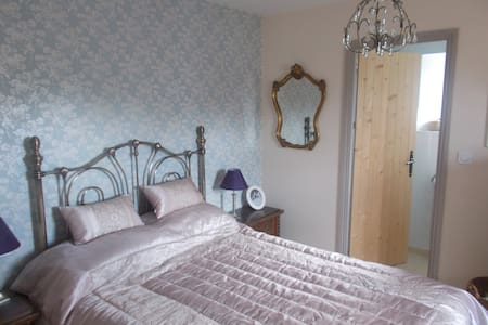 Private En-suite Bedroom in a Converted Barn Home. - Bais