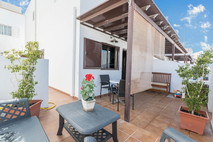 """Charming Little Holiday home """"La Casita"""", Centrally Located and Close to the Beach, with Terrace, Barbecue, Wi-Fi & TV"""