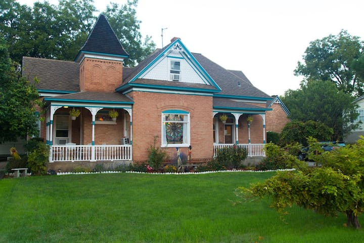 Zion Victorian Vacation Home N. Rm.