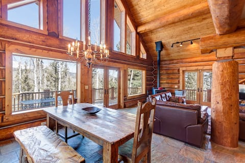 Palmer Peak Large Log Cabin Escape on 5 acres