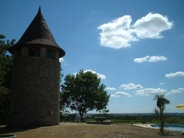 Idyllic 18th century tower - Neuffons - Casa