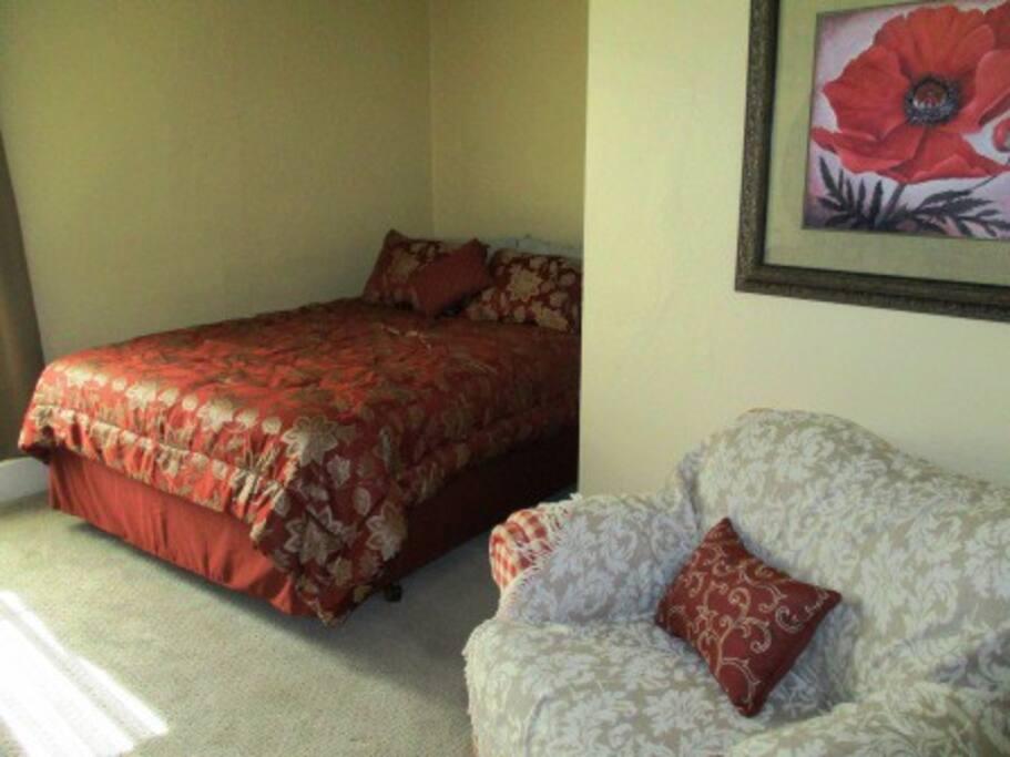 The Bedroom Voluptuous (New Queen Pillow-Top Mattress)