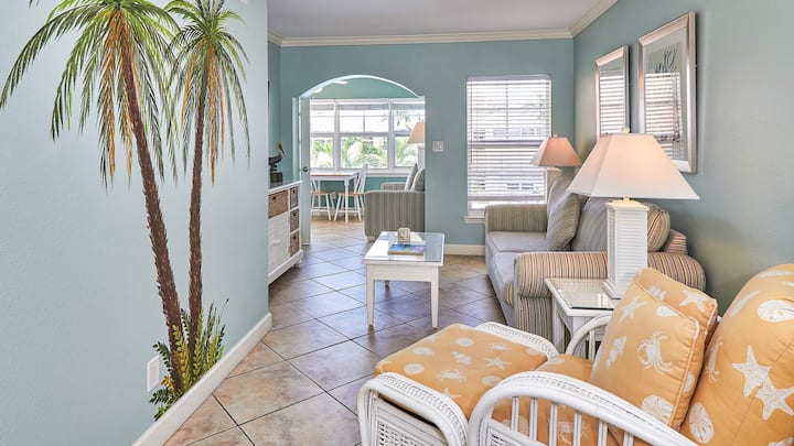BBRB204-Coastal cottage overlooking the pool and Intracoastal waterway.  Just steps to the beach!  Free Wifi & Cable