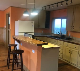 Scenic studio apartment on a working farm - Brooktondale - Lejlighed