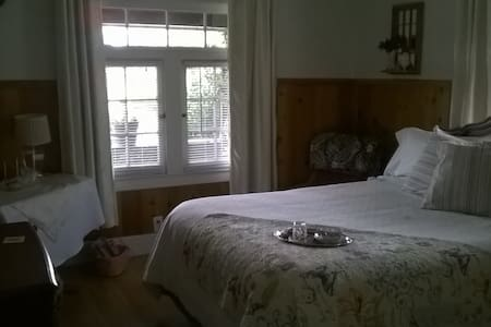 Historic 1912 Home 1 Queen Bed - Jefferson - バンガロー