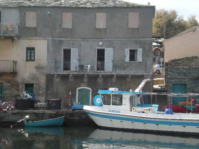 appart sur le port de pêche de centuri  cap corse