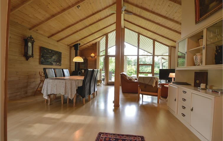 Holiday cottage with 3 bedrooms on 110m² in Oksbøl