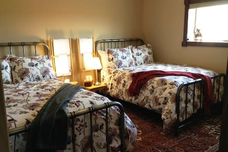 Crooked Creek Ranch.   Your Adventure BnB in SW AB - Aetna - Bed & Breakfast