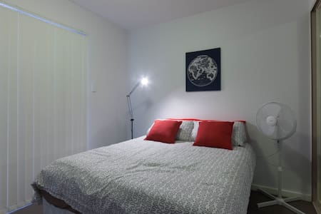 Convenient great room in the City - Apartment