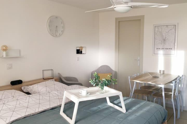 Studio avec parking et terrasse à Aix-Les-Bains