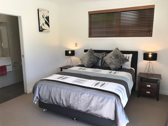 Private renovated 1 bedroom flat - Tauranga