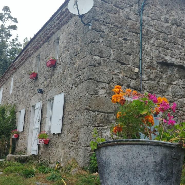 Maison typique au cœur des Monts d'Ardèche