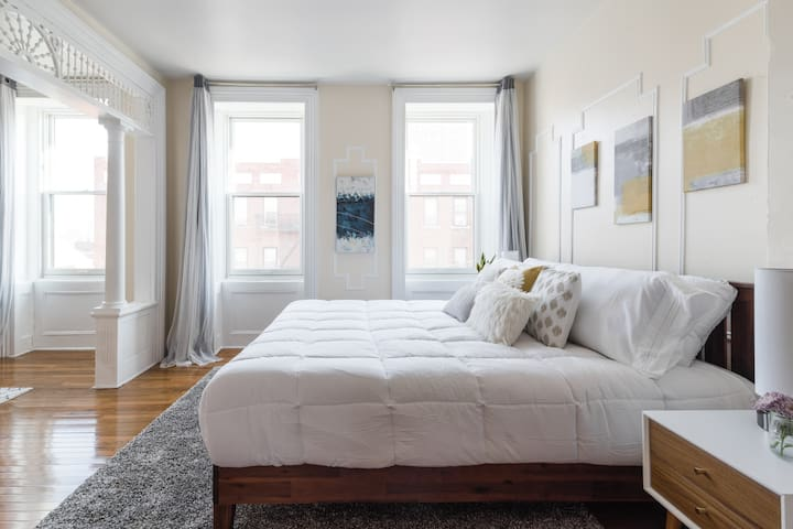 ⭐Minutes to NYC⭐ Brownstone beauty #3|FREE parking