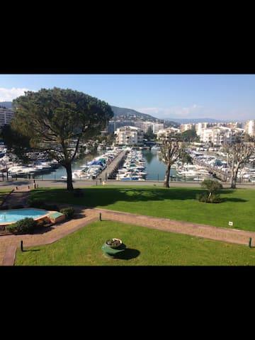 Entre golf et marina , superbe studio  terrasse - Mandelieu-la-Napoule - Flat