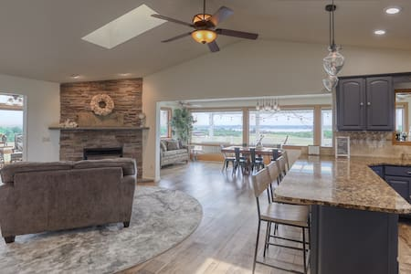 Lake House with VIEW! Lots of Amenities & Options