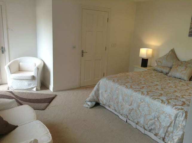 LUXURY BEDROOM ON GOLF COURSE - Ballyneety - Hus